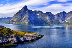 7040162-mountains-background